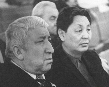 С Расулом Гамзатовым на VI съезде писателей РСФСР. 1985 г.